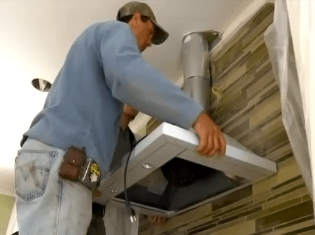 Установка вытяжки на кухне СПб