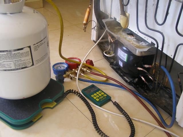 Заправка газом холодильника