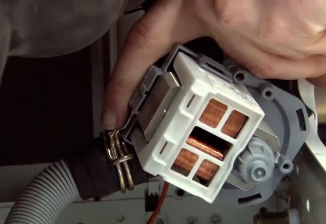 Замена фильтра стиральной машины в СПб
