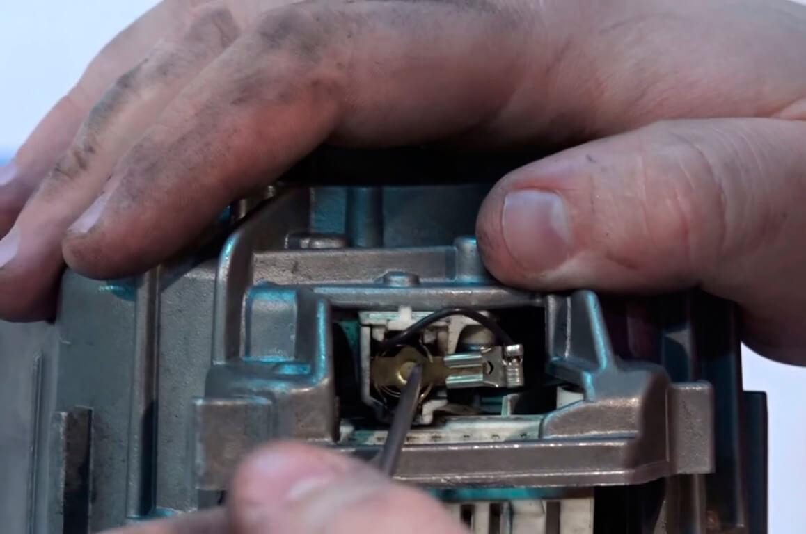 Замена щеток в стиральной машине в СПб