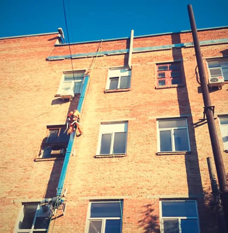 Монтаж вентиляции методом промышленного альпинизма в СПб
