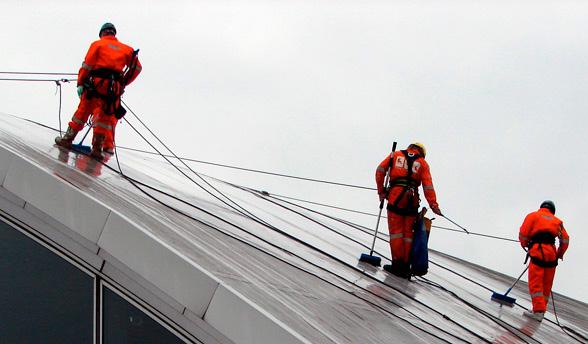 Очистительные работы методом промышленного альпинизма в СПб