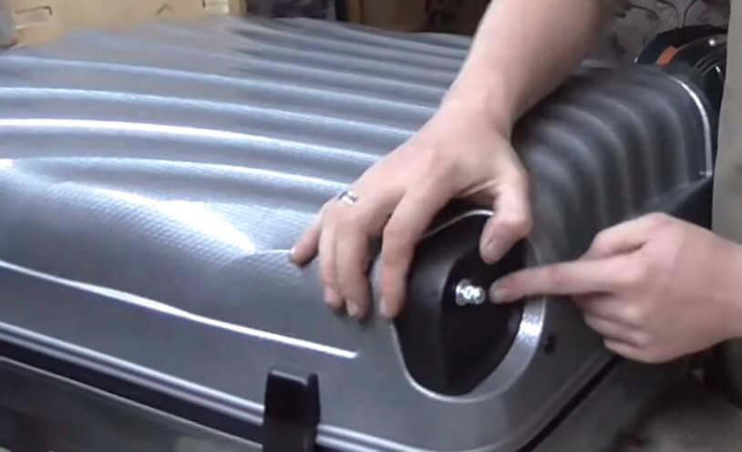 Ремонт чемоданов - замена колес в СПб