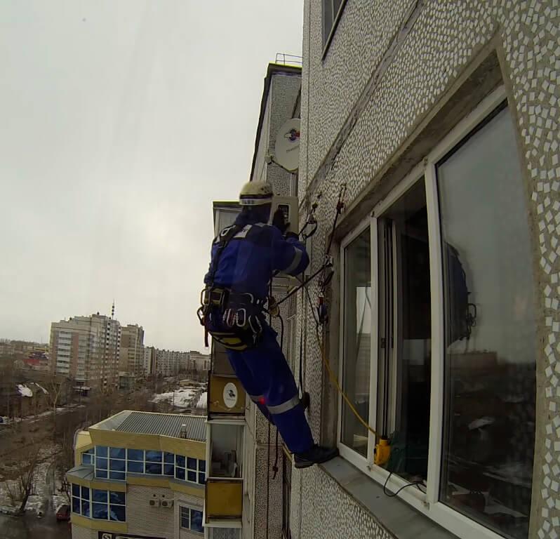 Монтаж кондиционеров методом промышленного альпинизма в СПб