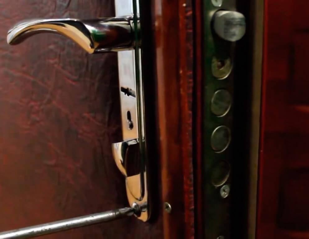 Ремонт замков в металлических входных дверях в СПб