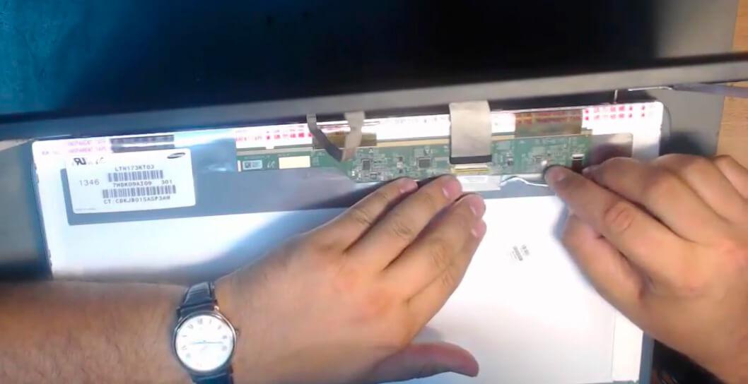 Ремонт экрана ноутбука HP в СПб