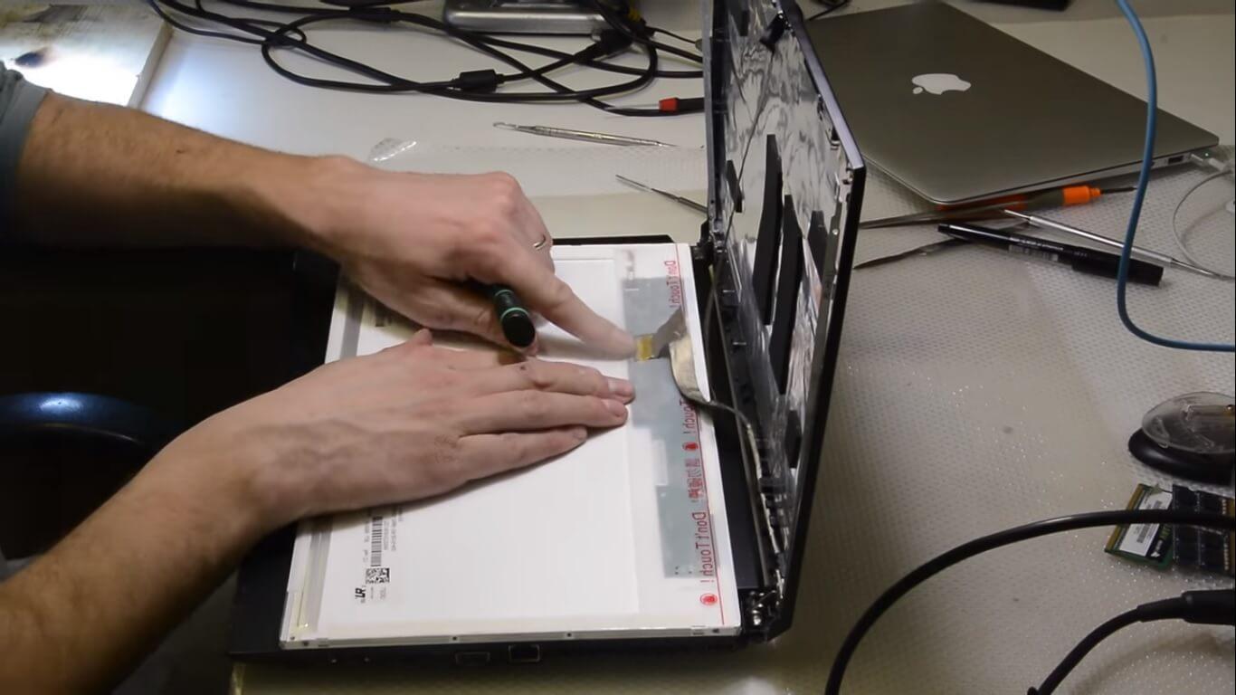 Ремонт и замена экрана ноутбука в СПб