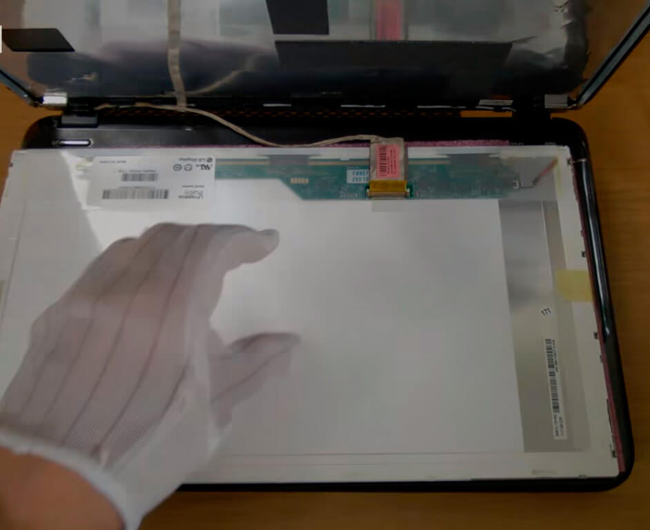 Замена шлейфа матрицы ноутбука HP в СПб