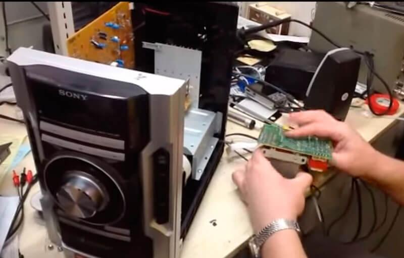 Вакансия: мастер по ремонту DVD, магнитофонов, музыкальных центров