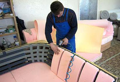 Перетяжка мягкой мебели в СПб