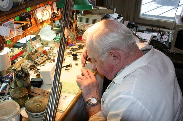 Часов стоимость стекла ремонт замена спб продам часы