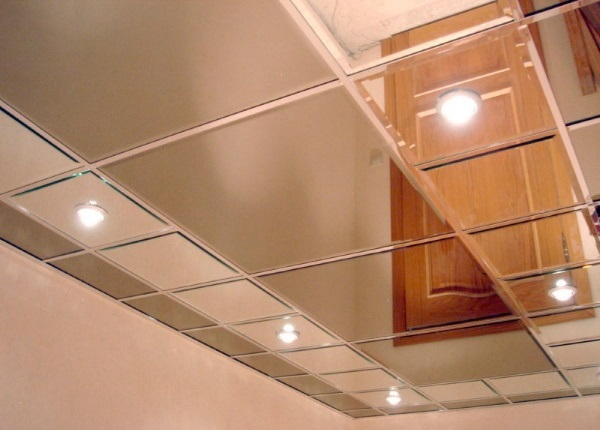 Акриловый зеркальный потолок