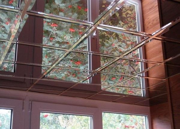 Стеклянный зеркальный потолок