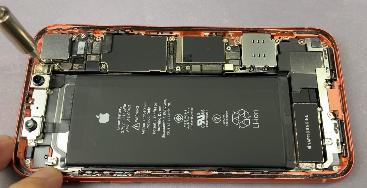 Замена камеры iPhone XR