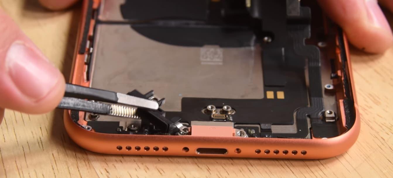 Замена микрофона iPhone XR