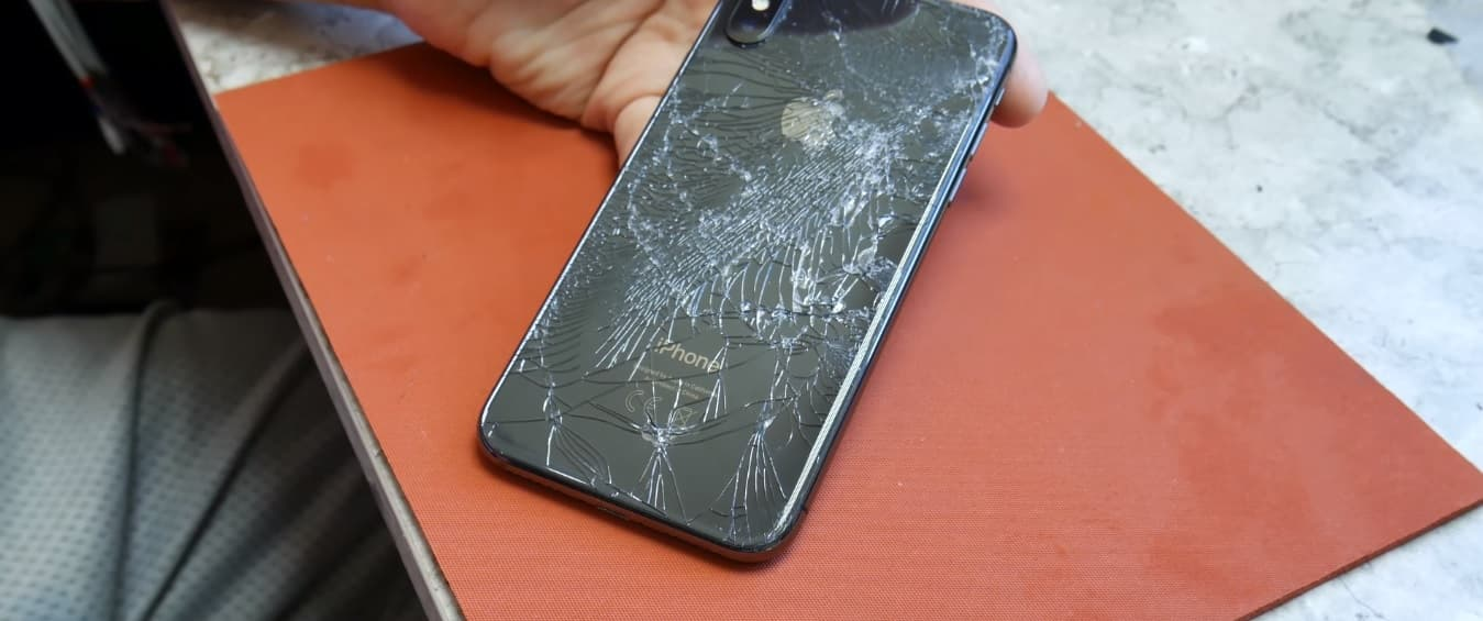 Замена заднего стекла iPhone X лазером