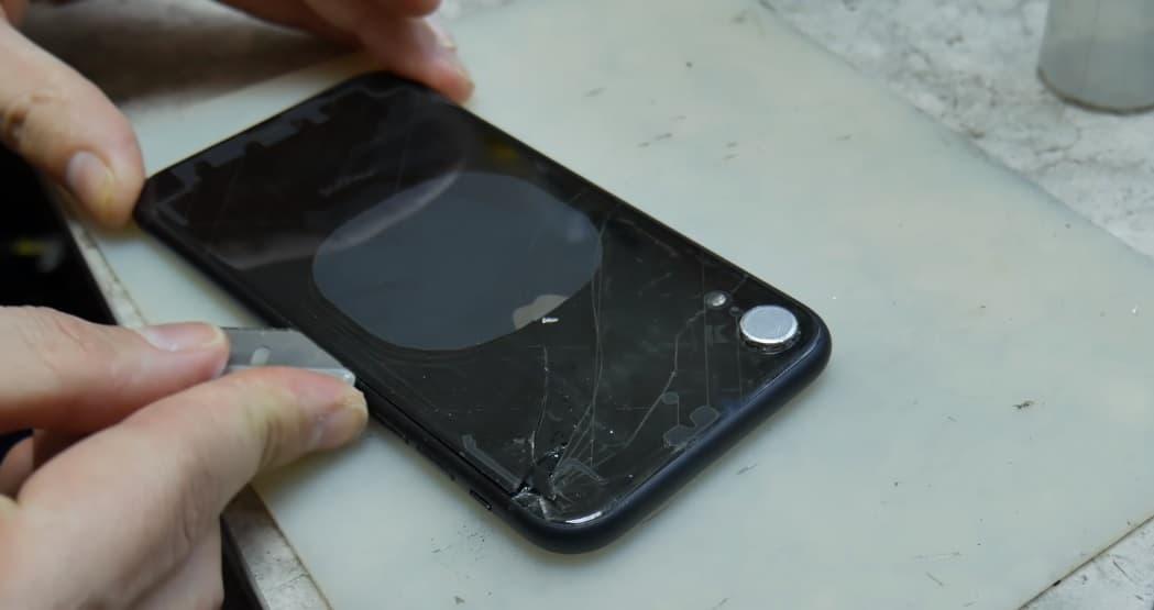 Замена заднего стекла iPhone XR