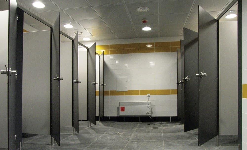 Изготовление и монтаж туалетных перегородок