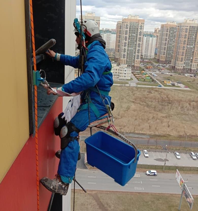 Мойка окон – услуга промышленного альпинизма в СПб