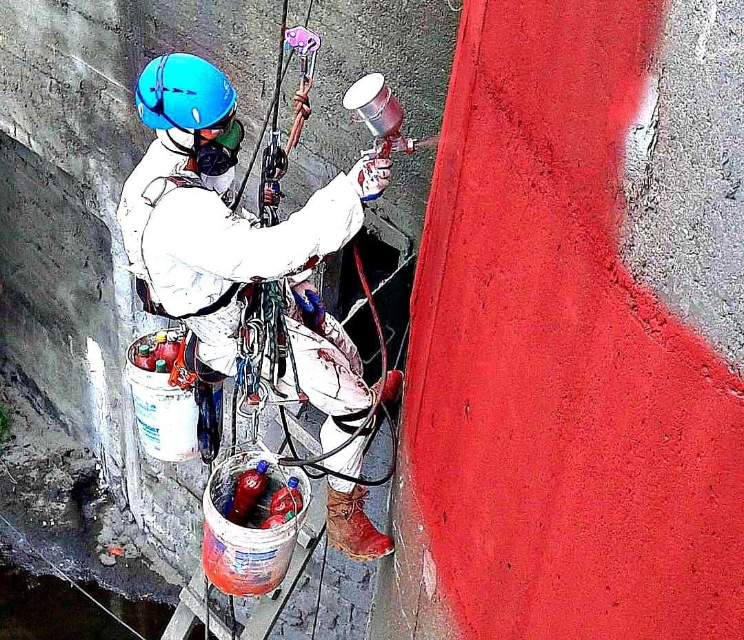 Выполнение покрасочных работ методом промышленного альпинизма в СПб
