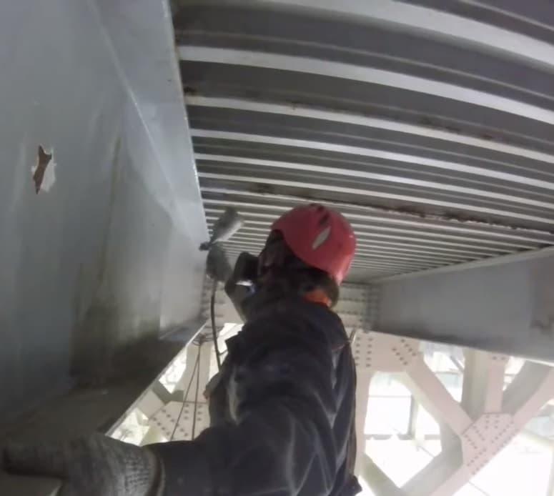 Защита металлоконструкций от коррозии и огнезащита методом промышленного альпинизма в СПб